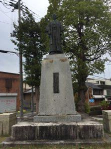 有本國蔵銅像(舞鶴市西総合会館前)